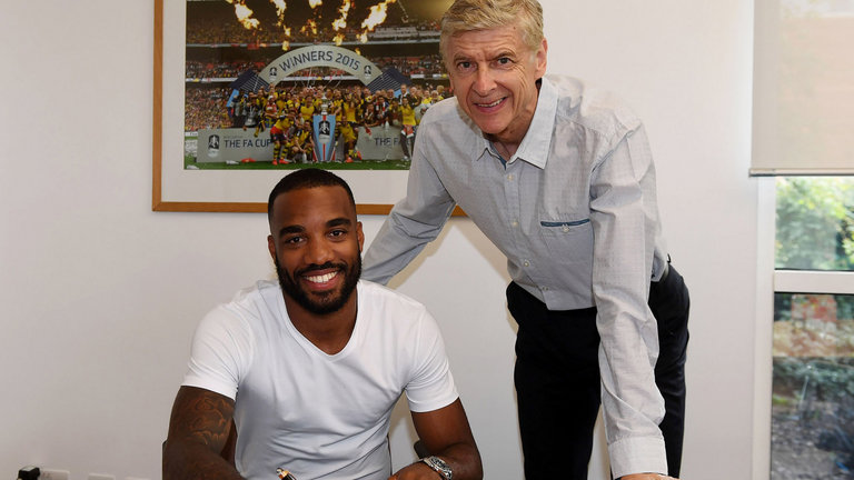 alexandre-lacazette-arsenal-arsene-wenger-contract-signing-premier-league_3993831.jpg